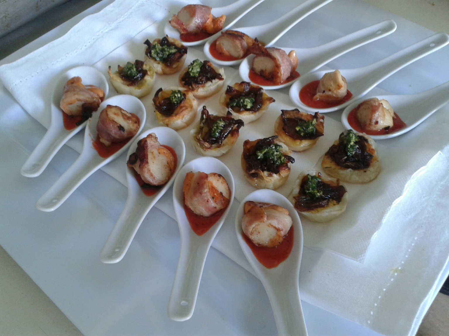 Canap s an elegant start for every wedding urban escargot for Canape examples